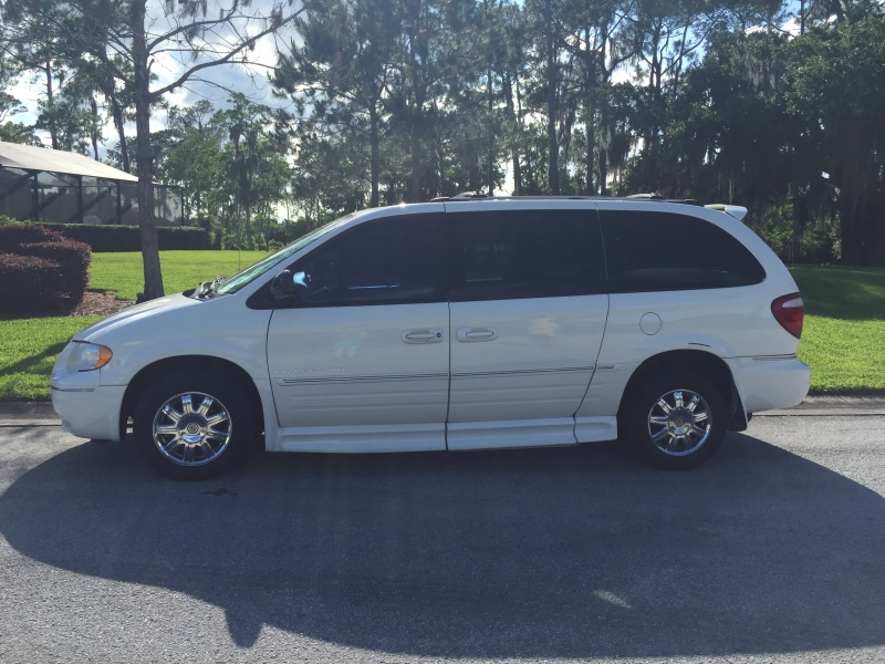 1995 CHRYSLER town and country limited entravan